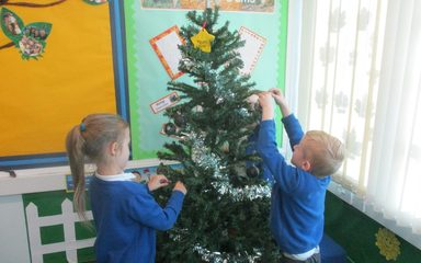 Christmas Bauble Decorating in Robins